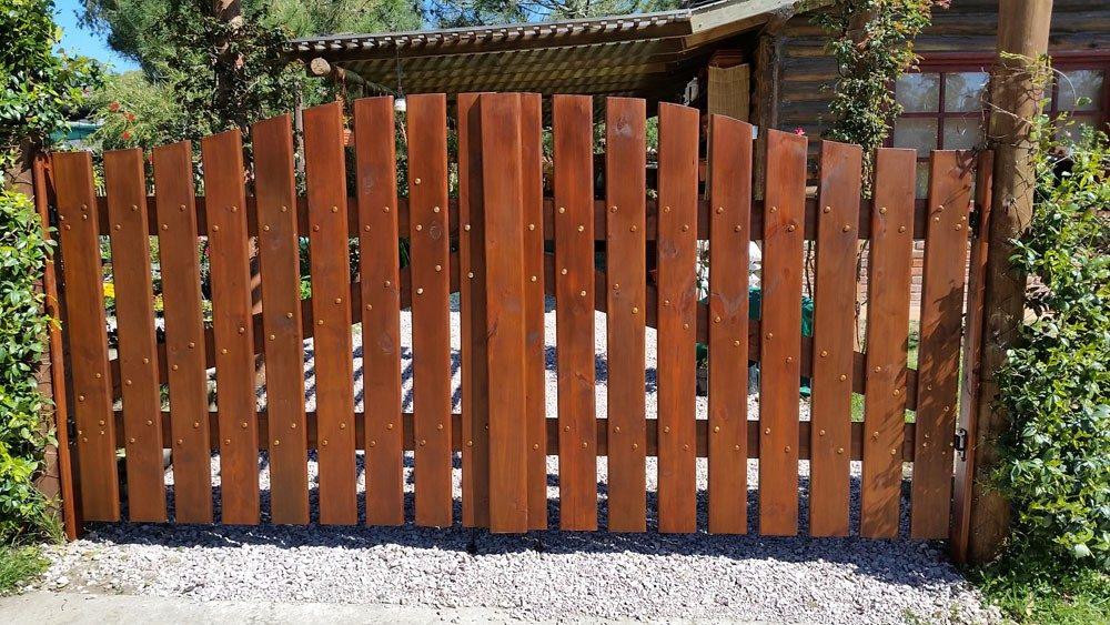 portones porteras puertas en madera tratado balneario casa