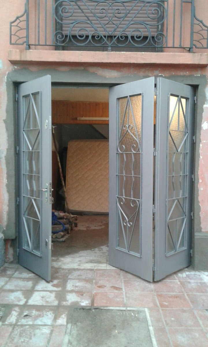 Portones rejas puertas herreria aluminio mamparas y for Puertas ventanas de aluminio medidas