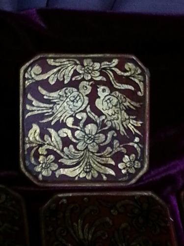 posa vasos antiguo de vidrio y tela dorada pintada