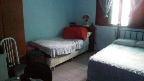 possuindo 2 dormitórios em itanhaém