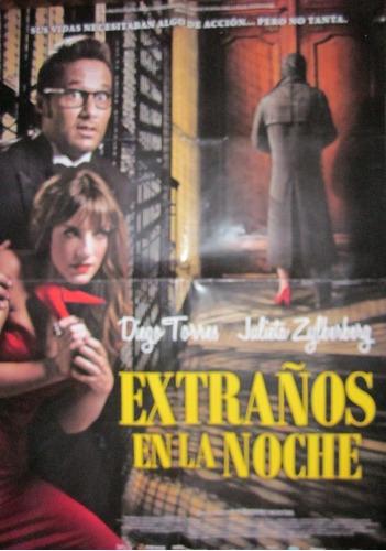 poster gigante de la pelicula extraños en la noche