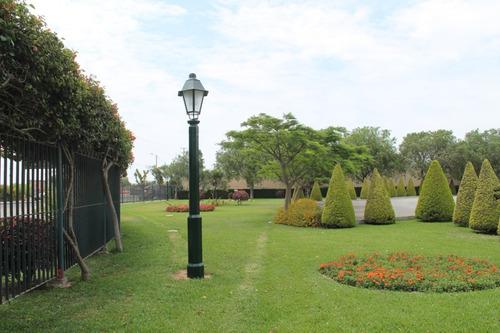 postes ornamentales y mobiliario urbano