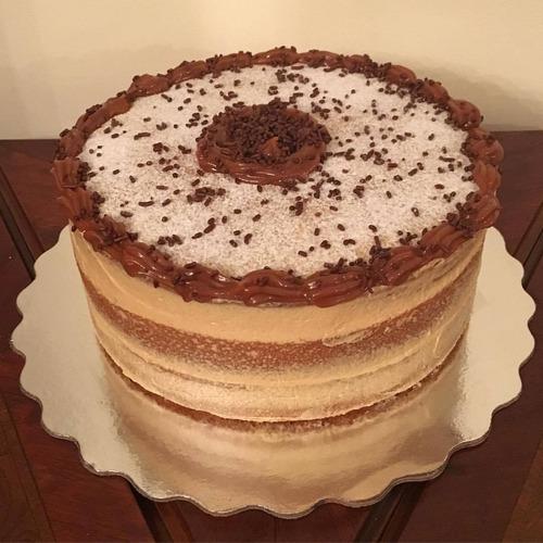 postres, tortas, cupcakes, minidulces y galletas surtidas