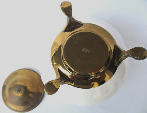 pote bomboniere antiga porcelana branca base tampa de bronze