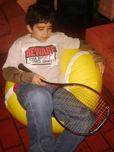 pouf pelota tenis niño a pasos de mall plaza vespucio nv07