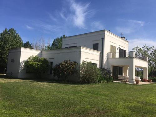 práctica casa sobre lote al golf - la colina villa de campo