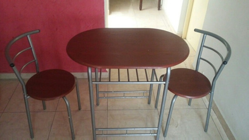 práctico juego de mesa y 2 sillas, poco espacio