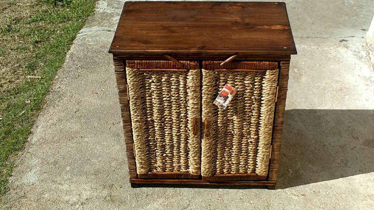 Practico mueble en mimbre y cardo con tapa de madera en mercado libre - Muebles mimbre bano ...
