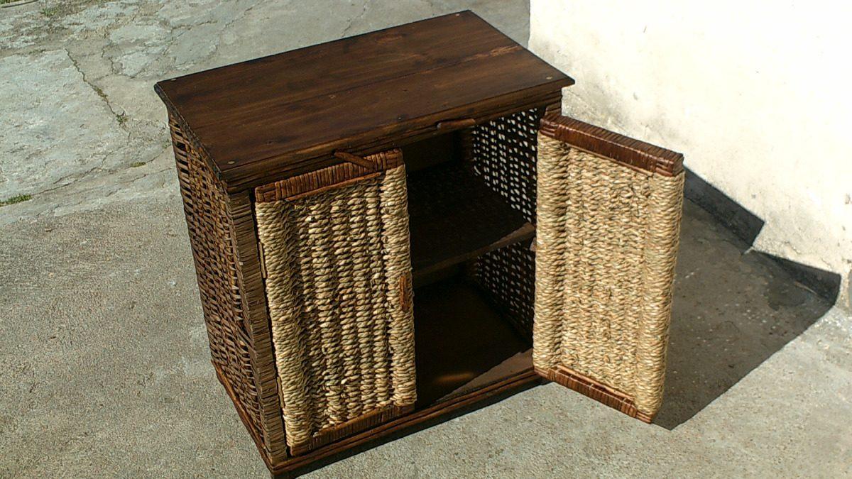 Practico mueble en mimbre y cardo con tapa de madera 2 for Muebles madera montevideo
