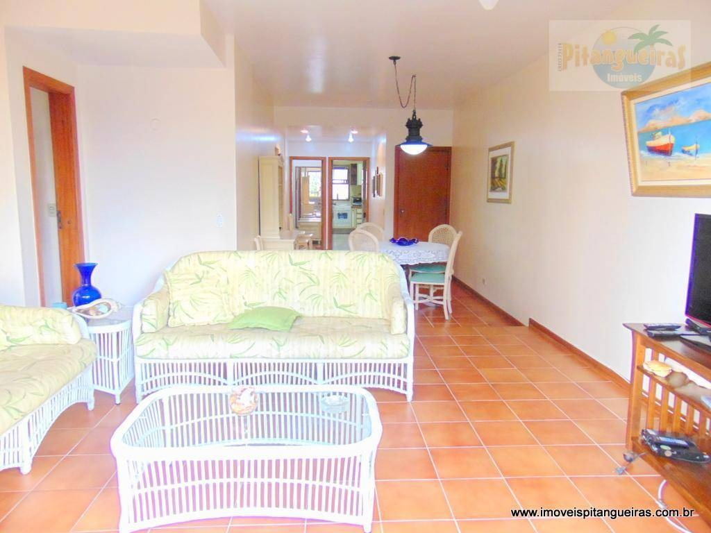 praia das pitangueiras - excelente localização - uma quadra da praia - 2 vagas - prédio com lazer e ótimo apartamento. - ap4242
