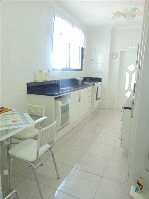 praia de pitangueiras, local nobre, 140 m² de área útil,  2 garagens, lazer no prédio. - ap3266