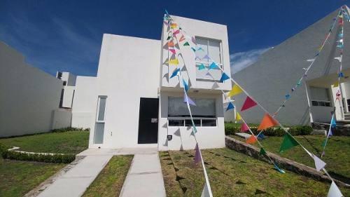 preciosa casa, área mision mariana, privada, 3 recámaras :)