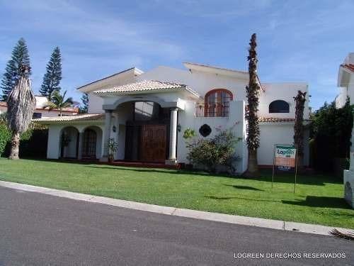 preciosa casa con diseño unico, a la renta por año