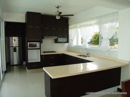 preciosa casa con moderno diseño con mucha luz natural