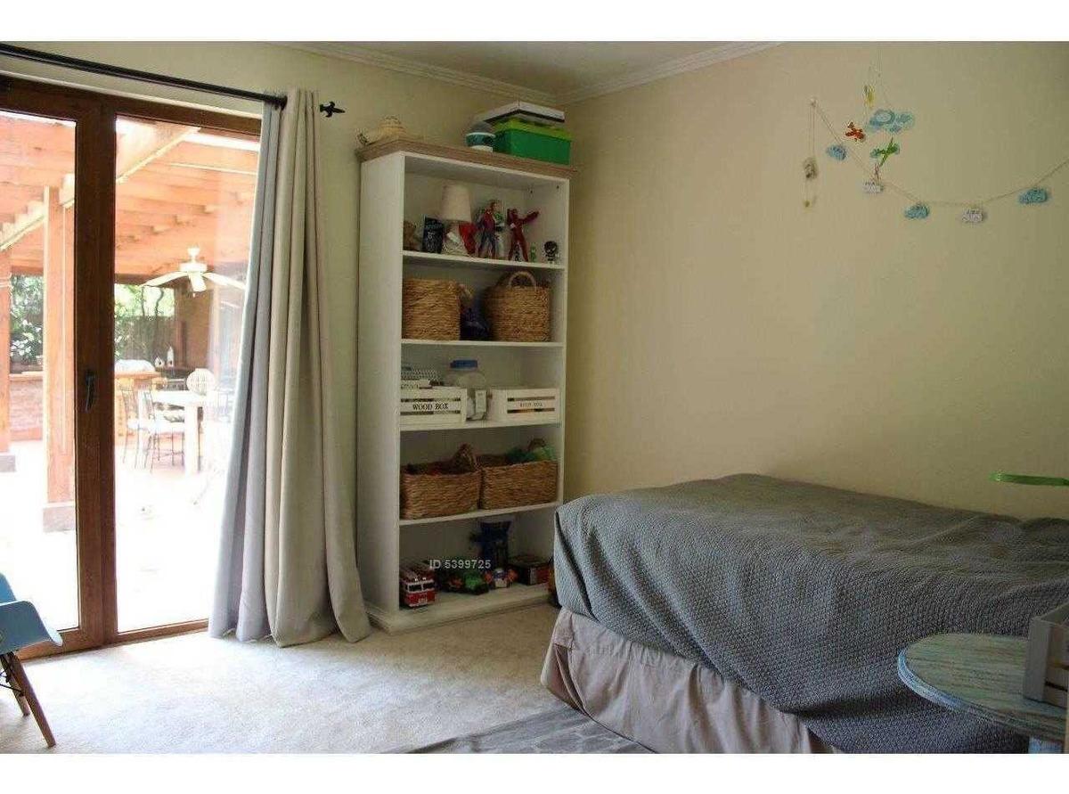 preciosa casa de 1 piso estilo chilena en condominio las flores