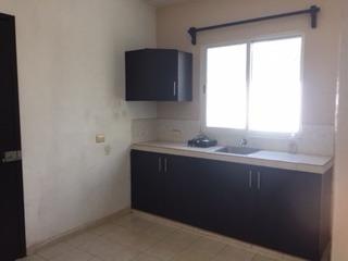 preciosa casa de 3 habitaciones, con amplio terreno. lista para vivir en excelente precio!