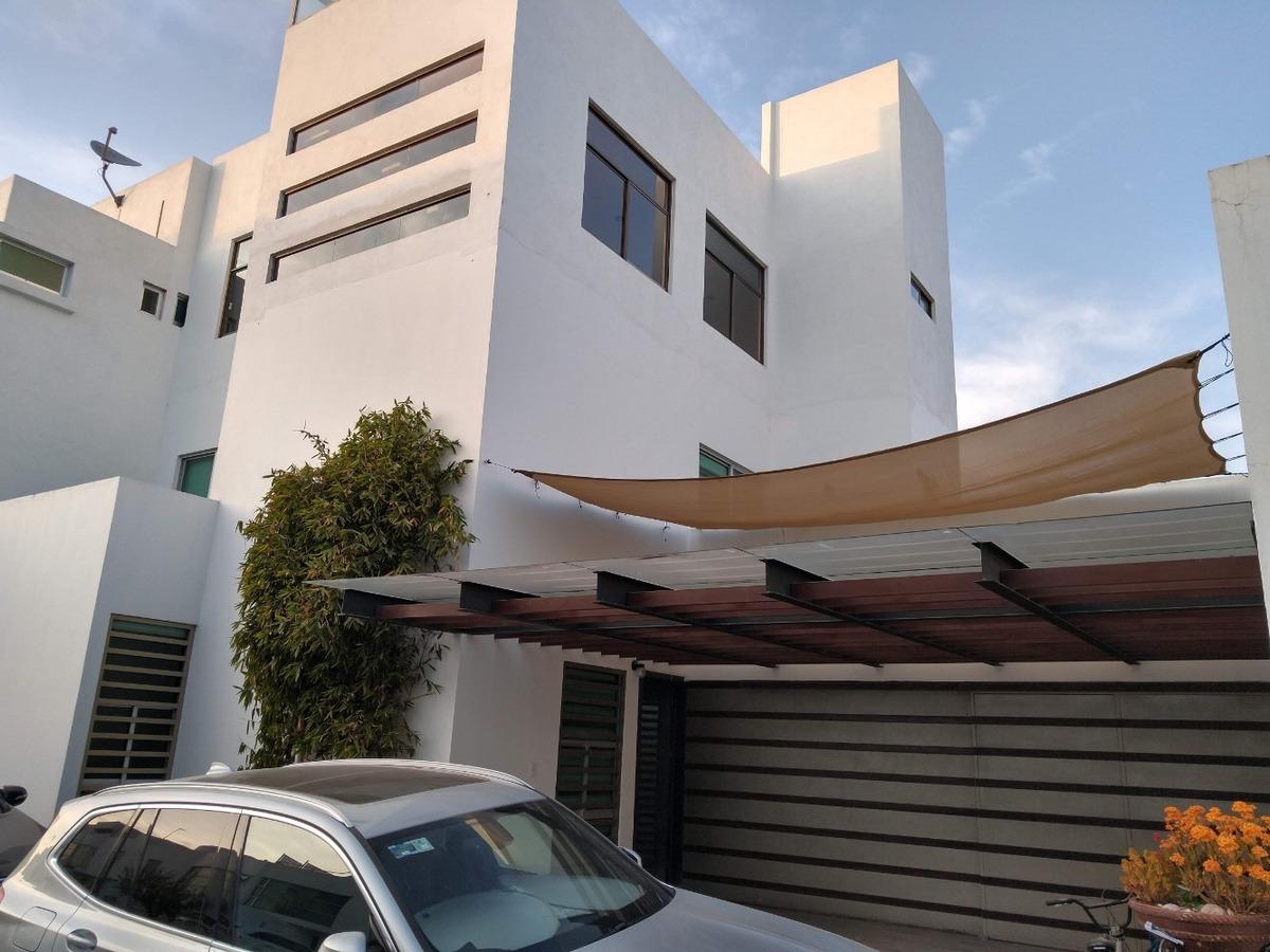 preciosa casa de 3 pisos y roof garden en privada