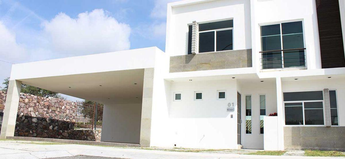 preciosa casa en colinas del santuario, 3 recámaras, casa club, sala tv, de lujo