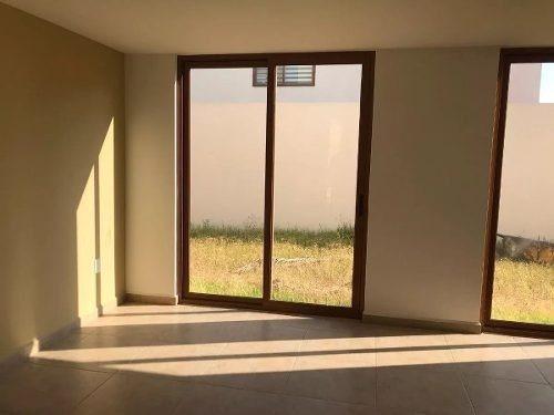 preciosa casa en cumbres del lago, alberca, 4 habitaciones, una en pb, seguridad