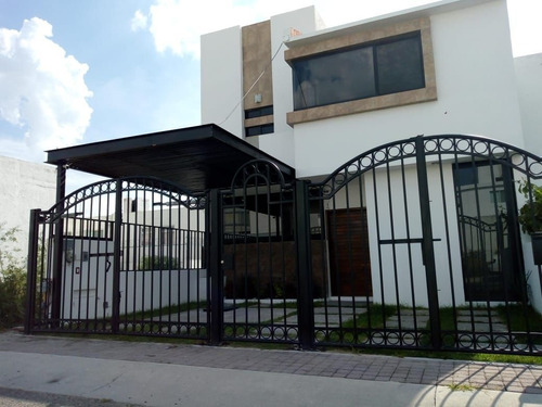 preciosa casa en el mirador, 3 recámaras, estudio, reja electrica, lujo