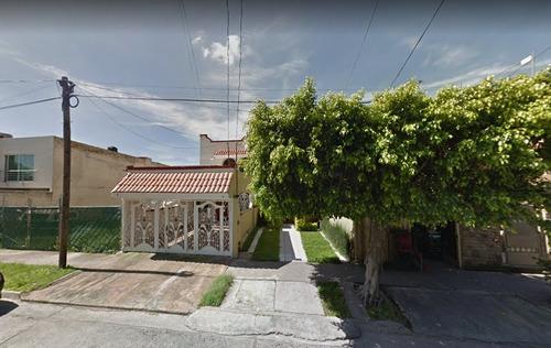 preciosa casa en jardines de la patria