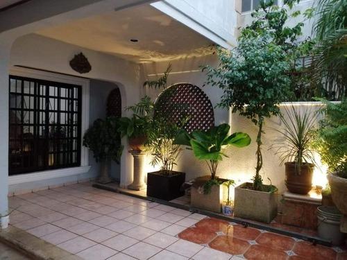 preciosa casa en jardines de pensiones