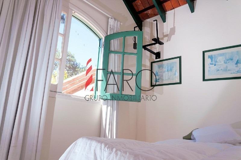 preciosa casa en la barra 4 dormitorios con piscina y parrillero-ref:35946
