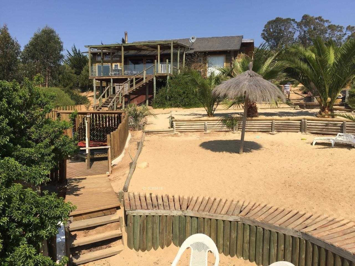 preciosa casa en loteo vistamar de tunquen