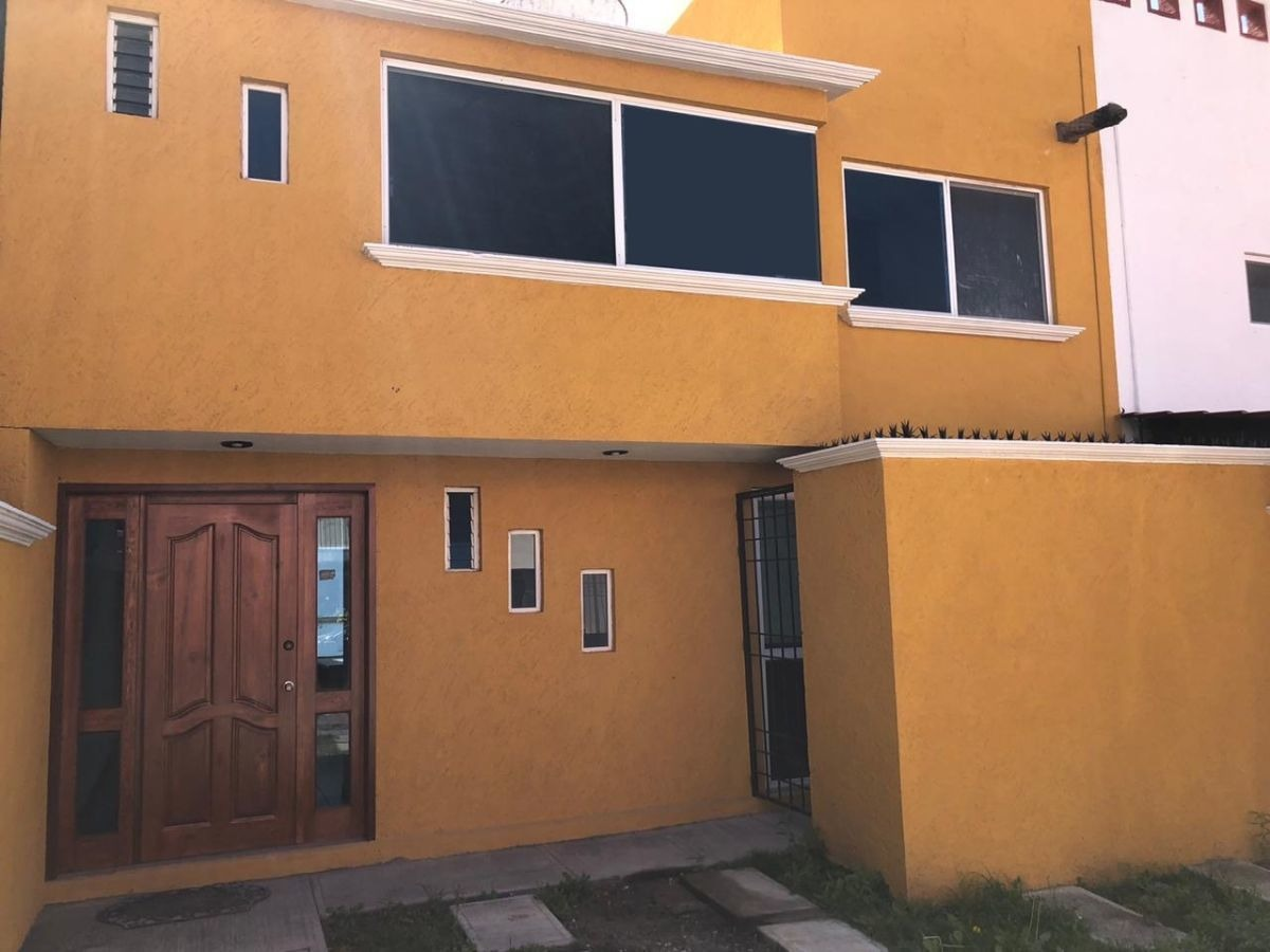 preciosa casa en milenio iii, 3 niveles, 3 recamaras, jardín grande, ganala !!