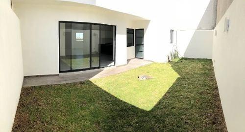 preciosa casa en milenio iii - alberca, roof garden, 3 recs.