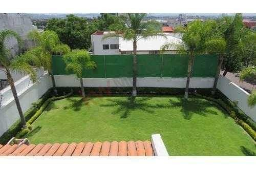preciosa casa en venta con amplio jardín  en excelente colonia arboledas