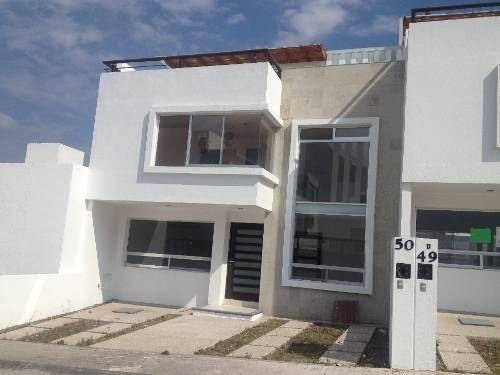 preciosa casa en venta en fracc cerrado con una vista espectacular  en milenio iii qro. mex.