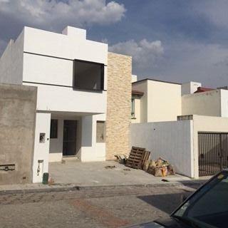 preciosa casa en venta en fracc. milenio iii qro. mex.
