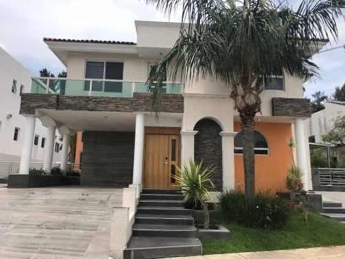 preciosa casa en venta en villas del tapatío
