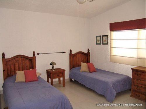 preciosa casa estilo mexicano moderno, con dos bungalows