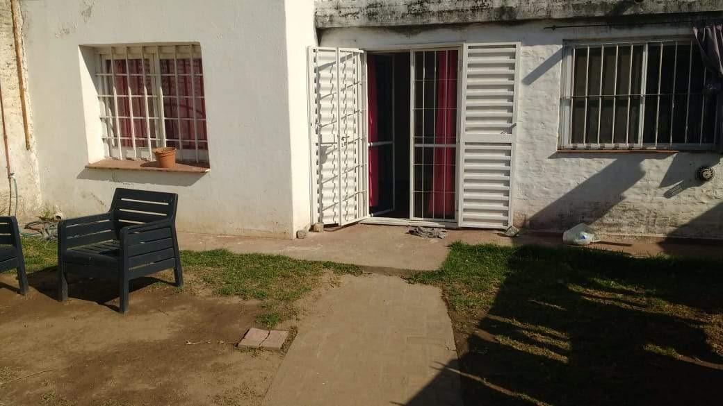preciosa casa iluminada con patio !!!! barrio san carlos!!!
