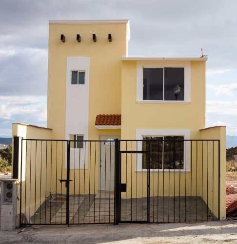 preciosa casa nueva en privada.