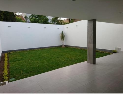 preciosa casa remodelada uso mixto sobre av, col verde valle