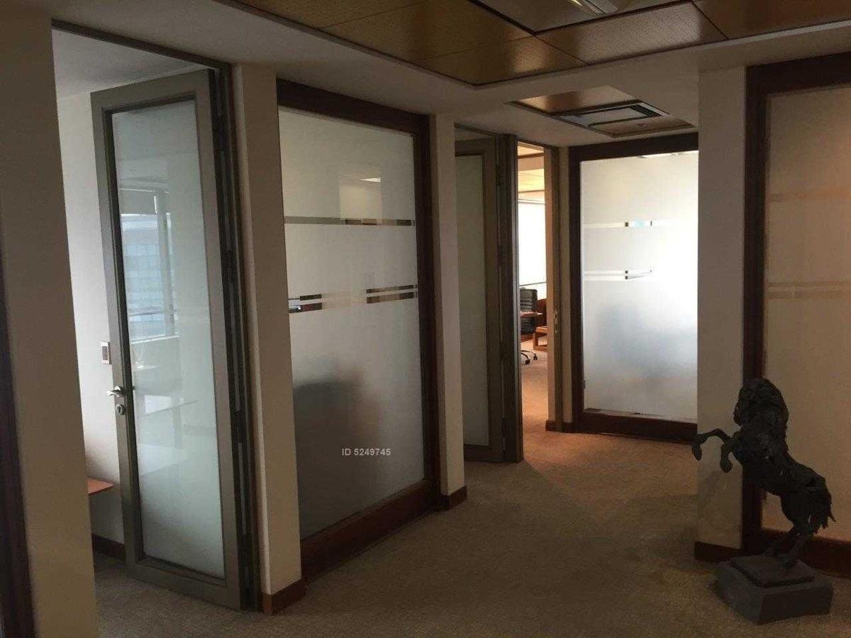 preciosa oficina en piso alto, cercana a metro tobalaba