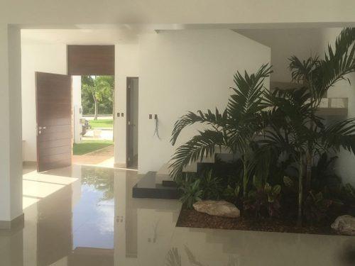 preciosa residencia completamente equipada en privada con amenidades.