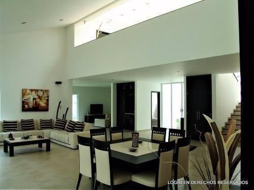 preciosa residencia con amplios e iluminados espacios
