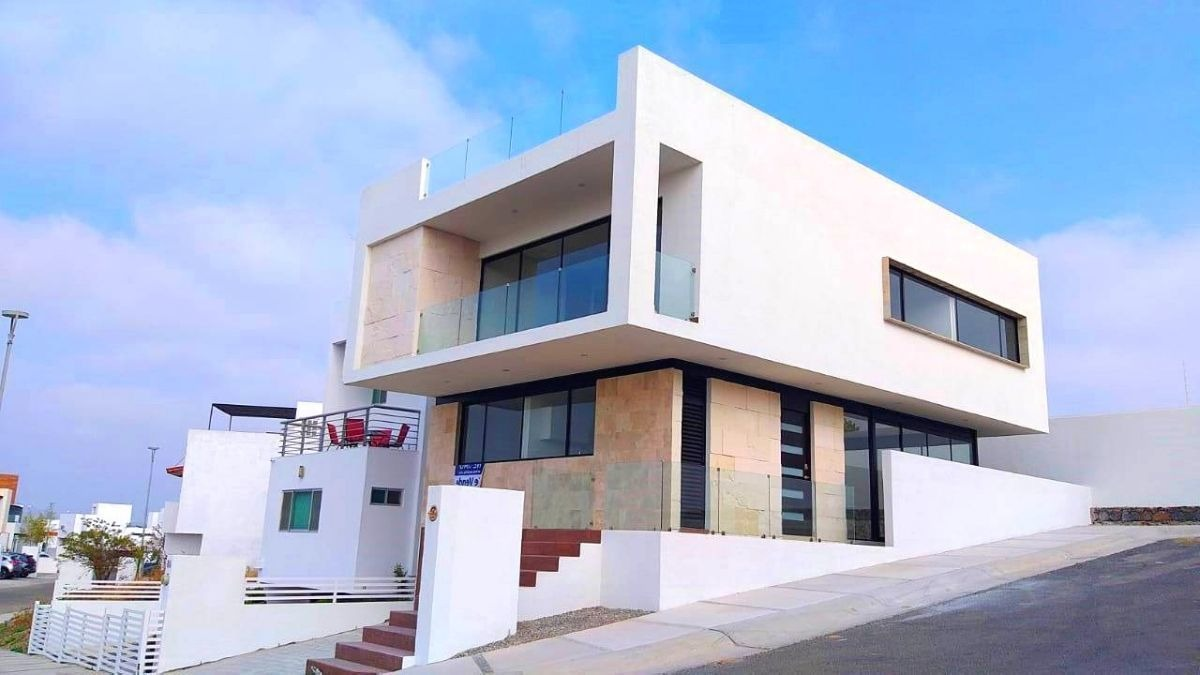 preciosa residencia de autor en zibata, esquina, 4ta recamara en pb, roof garden