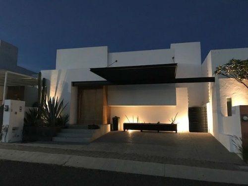 preciosa residencia en el refugio, jardín, 3 recámaras, estudio, bar, premium!!