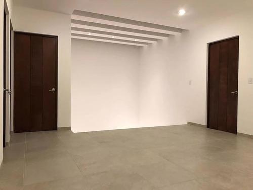 preciosa residencia en lomas de juriquilla, 4ta recámara en p.b, 4.5 baños, lujo