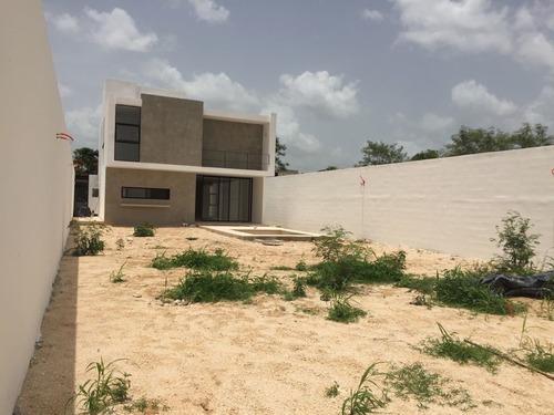 preciosa residencia en privada con extensas areas verdes y amenidades.