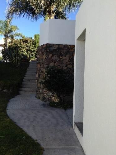 preciosa residencia en vista real, roofgarden, gran jardín, 4 recámaras, terraza