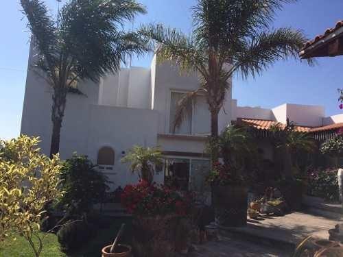 preciosa residencia estilo mexicano contemporáneo con excelentes espacios.