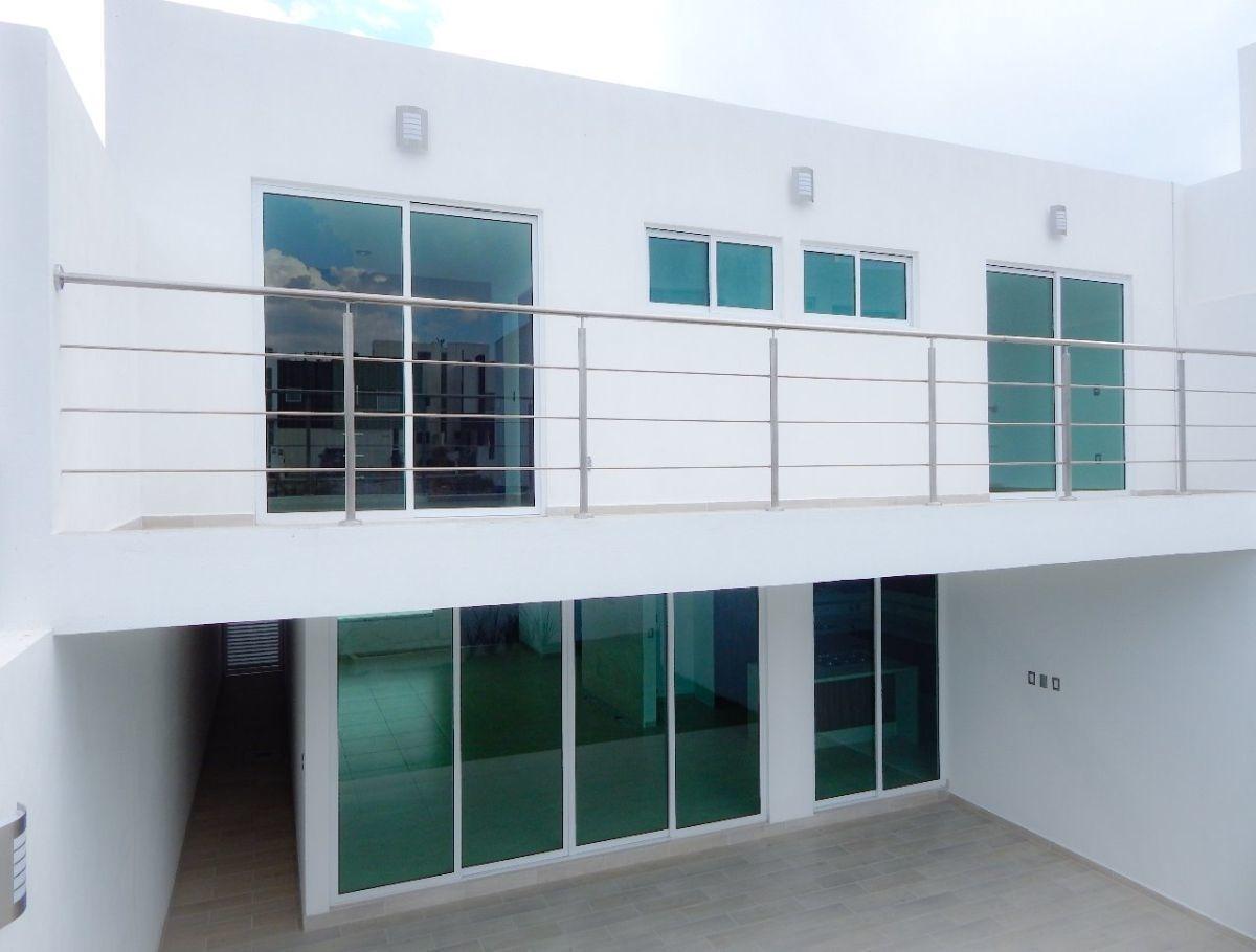 preciosa residencia, lomas de juriquilla, jardín, terraza, estudio o 4ta rec pb