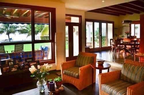 preciosa y lujosa casa en cancun, frente de laguna, con muel