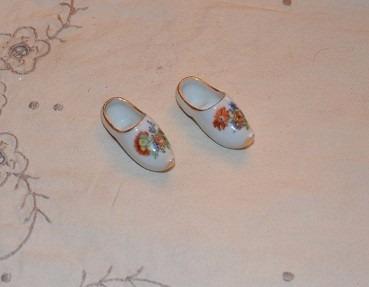 preciosa zapatilla de porcelana mide 4 cm